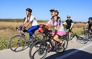 İstanbul'dan bisikletleriyle yola çıkan kadınların...