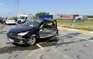Sakarya'da iki otomobilin çarpışması sonucu...
