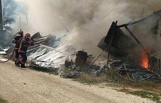 Sakarya'da tarım aletlerinin bulunduğu depoda...