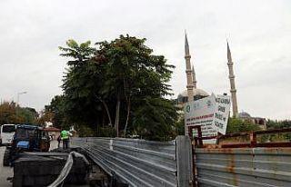 Selimiye Camisi meydanının düzenlenmesi için çalışmalara...