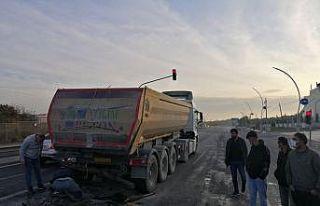 Tekirdağ'da kamyona çarpan hafif ticari aracın...