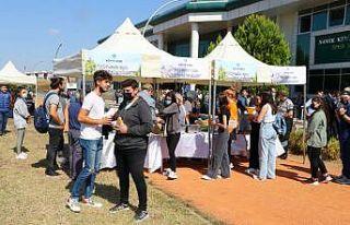 Tekirdağ'da üniversitenin yeni öğrencilerine kentin...