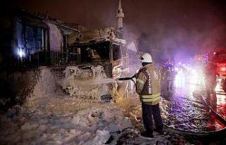 İstanbul'da park halindeki 2 tırda çıkan...