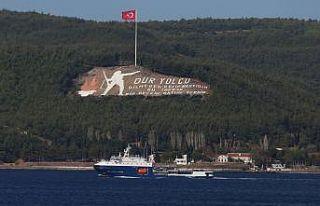 Rus Donanmasına ait tanker Çanakkale Boğazı'ndan...
