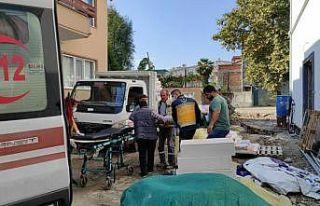 Sakarya'da inşaat iskelesinden düşen 2 işçi...