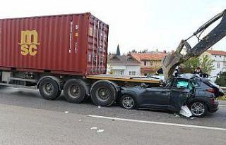 Tekirdağ'da tıra çarpan otomobilin sürücüsü...