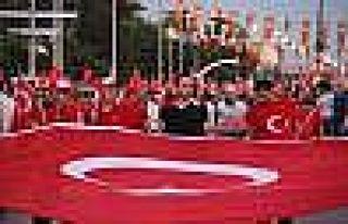 Edirne'de demokrasi nöbetinde meydanlarda insan...