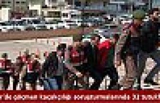 İzmir'de göçmen kaçakçılığı soruşturmalarında...