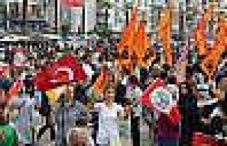 İzmir'de HDP'nin 'Baraj' Kutlaması