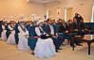 Kazak Halk Müziği Orkestrası'ndan Vali Tuna'ya...