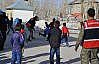 Yüksekova'da Çocukların Asker Abileri İle Futbol...