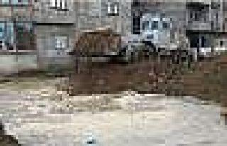 Yüksekova'da Teröristler Yıkarak Kaçıyor