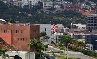 Venezuela'daki Amerikalı diplomatlar ülkelerine döndü