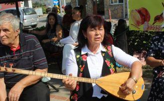Balıkesir'de kurulan koro konserlere gelemeyenler için ilçeleri geziyor
