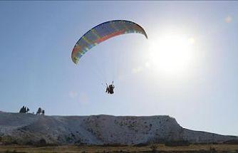 Pamukkale'yi havadan görmek için tatillerini uzatıyorlar