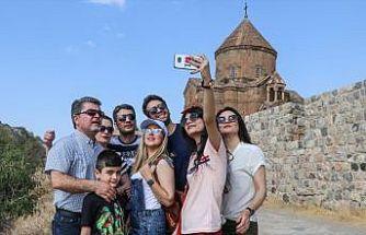 İranlılar Van'daki otelleri doldurdu
