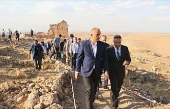 Kültür ve Turizm Bakanı Ersoy, Zerzevan Kalesi'ni inceledi