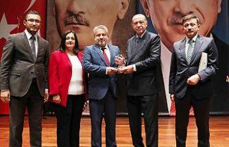 Siyaset Akademisi'nde  Bursa'ya ikincilik ödülü