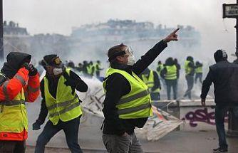 Fransa'da akaryakıttaki ek verginin askıya alınması bekleniyor