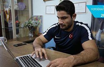 Milli güreşçi Akgül'ün tercihi 'Gazze'de Türk bayrağı' oldu