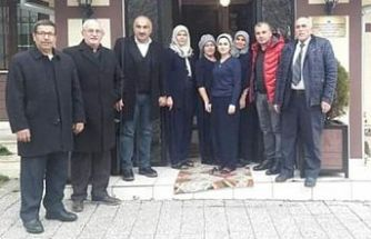 Muhtarlar, Ali Öztürk'ün arkasında