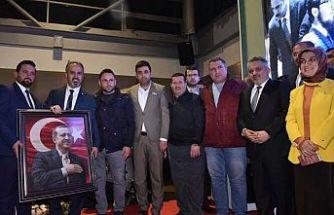 Kalbi Selim Derneğinden Başkan Aktaş'a Hayırlı Olsun Hediyesi