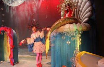 Küçük hanımlarla küçük beyler tiyatroda buluşacak