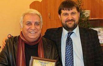 Türk tiyatrosunun ödüllü yazarı Tuncer Cücenoğlu