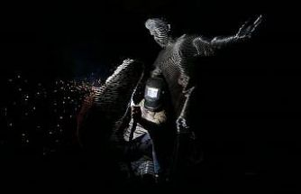 Bursaspor'un efsane 10 numarası çelikten heykelle ölümsüzleştirildi