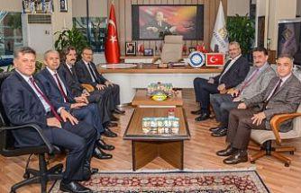 Uludağ Üniversitesi Rektörü Prof. Dr. Ahmet Saim Kılavuz ve beraberindeki okul yöneticilerini ağırlayan Karacabey Belediye Başkanı Ali Özkan, Karacabey'de butik tarım üniversitesi kurulması fikrine üniversiteden destek geldiğini söyledi