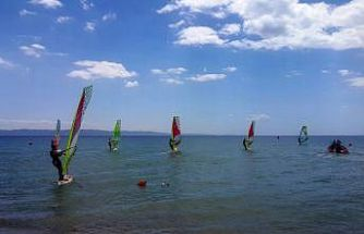 15 Temmuz anısına Saros Körfezi'nde sörf yaptılar