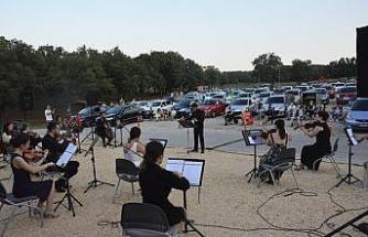 Bursa'da arabada konser etkinliği