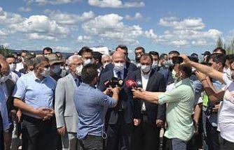İçişleri Bakanı Soylu Sakarya'da patlamanın yaşandığı bölgede incelemede bulundu