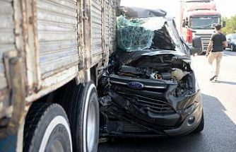 Anadolu Otoyolu'nda kamyonla çarpışan midibüsteki 4 yolcu yaralandı