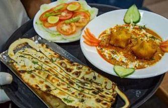 Hindistan'da maske ve korona virüs şeklinde yemek