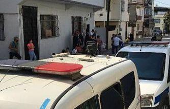 Davayı kaybeden çift, husumetlisinin aracını ve evini taşladı