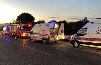 Tarım işçilerini taşıyan minibüsle kamyon çarpıştı: 26 yaralı