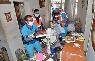 Bursa'da daha önce de temizlenen evden 3 kamyon çöp çıktı