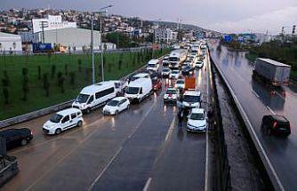 Sağanak D-100 kara yolu İstanbul istikametinde ulaşımı aksattı