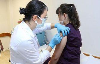 Türkiye'de Kovid-19 aşısı gönüllülere uygulanmaya başlandı