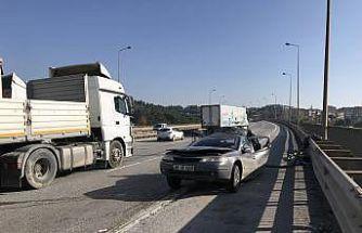 Anadolu Otoyolu'nda tır orta şeritte duran otomobile çarptı: 1 ölü