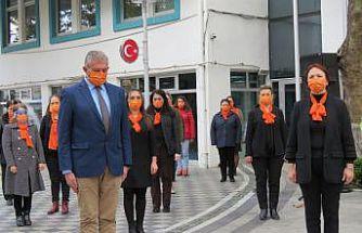 Kırklareli Valisi Bilgin kadına şiddete karşı farkındalık amacıyla pazar yerinde