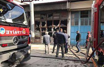 Mobilya boyahanesinde çıkan yangın hasara neden oldu
