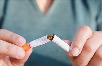 """Uzmanından """"Sigara içmek zatürreye yatkınlığı arttırıyor"""" uyarısı"""
