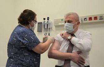 Bursa'da ilk gün 10 binin üzerinde sağlık çalışanı Kovid-19 aşısı oldu