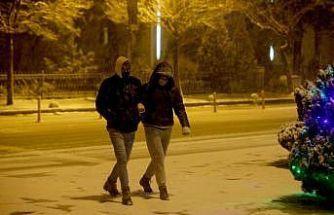 Kırklareli'nde kar yağışı etkili oluyor