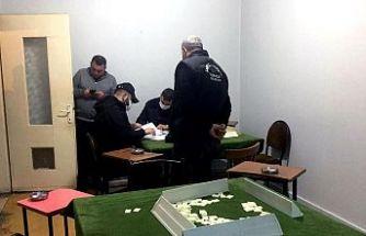 Kocaeli'de iş yerinde kumar oynayan 4 kişiye para cezası
