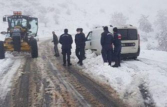 Yalova'da kamp yaparken kar nedeniyle mahsur kalan 20 kişi kurtarıldı