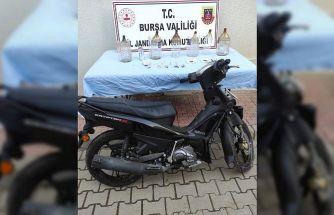 Bursa'da jandarmanın düzenlediği operasyonda uyuşturucuyu yakmaya çalışan 3 zanlı yakalandı