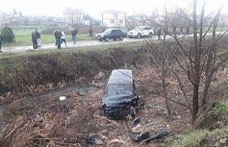 Sakarya'da hafif ticari araç ile otomobil çarpıştı: 6 yaralı